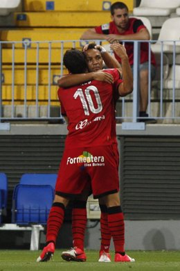 Los jugadores del Mallorca Tomer Hemed y Nsue