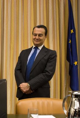 Agustín Conde, Presidente De La Comisión De Defensa
