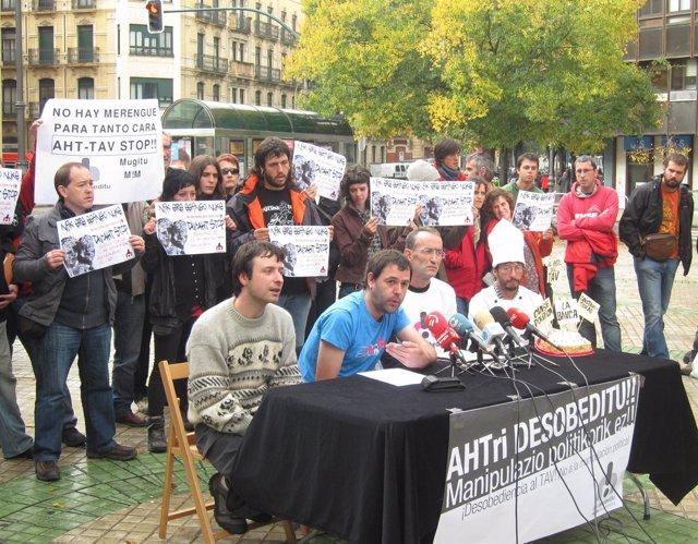 Rueda De Prensa De Los Detenidos Por Lanzar Tres Tartas A Yolanda Barcina.