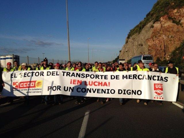 Protesta de transportistas en la Ronda Litoral