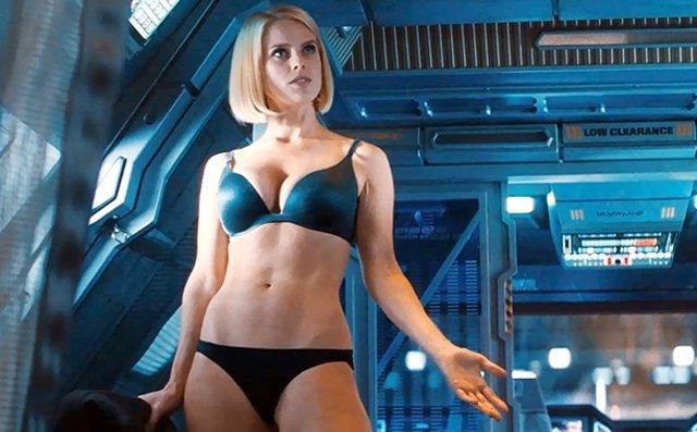 Alice Eve en Star Trek En la Oscuridad