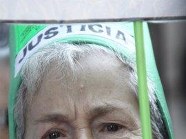 """Medio centenar de preferentistas reciben a Botín al grito de """"ladrón"""""""