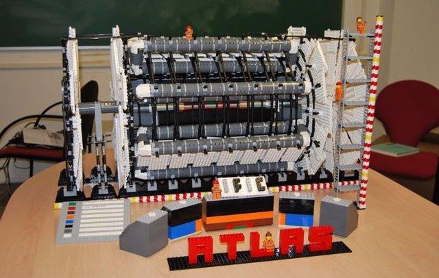 Réplica en Lego del detector ATLAS