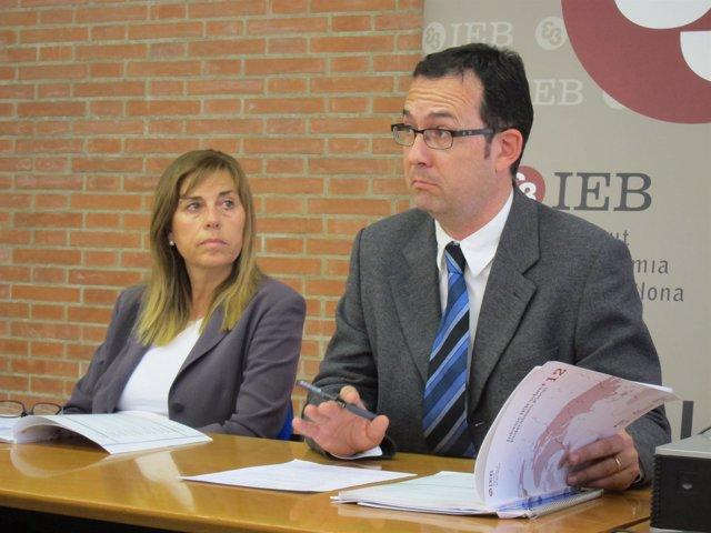 Los catedráticos Núria Bosch y Albert Solé-Ollé (UB-IEB)