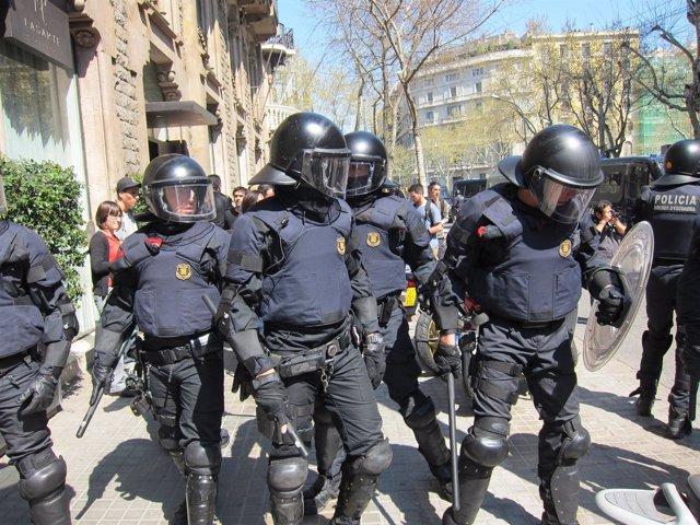 Mossos En La Manifestación De La Huelga General 29M De 2012