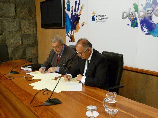 Beteta y Spínola, en la firma del convenio