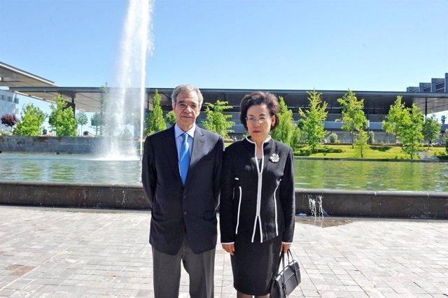 Huang Danhua, vicepresidenta de SASAC y César Alierta, Presidente de Telefónica