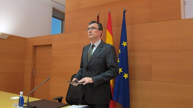 José Ballesta a su llegada a la sala de prensa