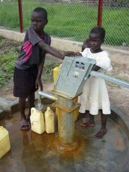 Niños Africanos Acceso A  Agua Potable