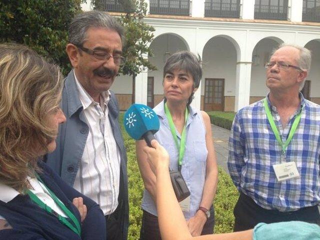 Baena, junto a miembros de la Plataforma 'Andalucía libre de fracking'