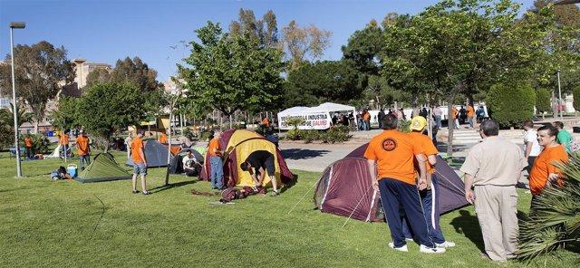 Trabajadores de Galmed en la acampada contra el cierre de Galmed.