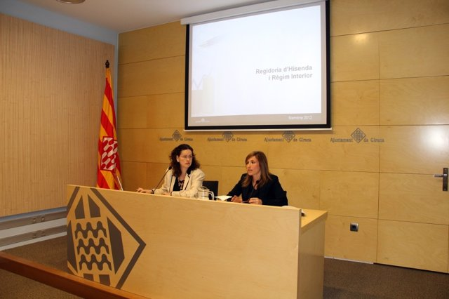 Las concejales de Girona R.Urra y M.A. Planas