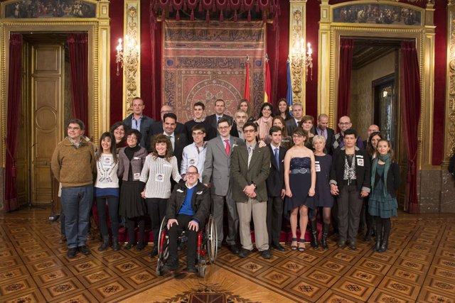 Iribas y Alli, con los promotores, alumnos y empresas colaboradoras del proyecto