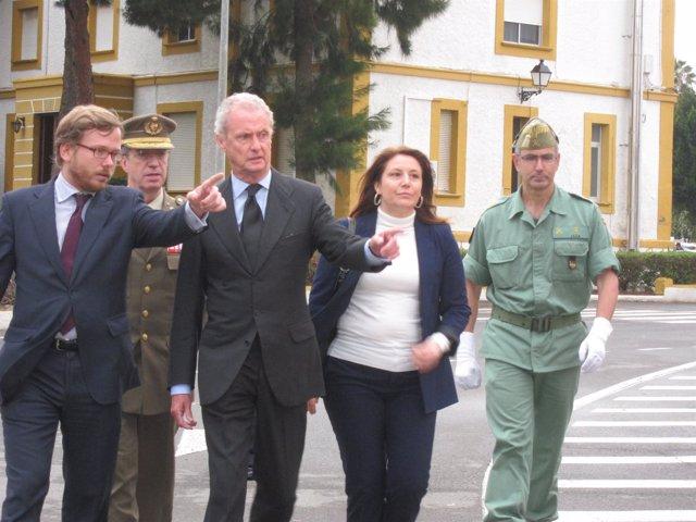 Morenés, en la base de la Legión