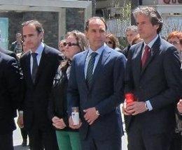 Ignacio Diego junto a De la Serna y Ruiz en una concentración por la víctima