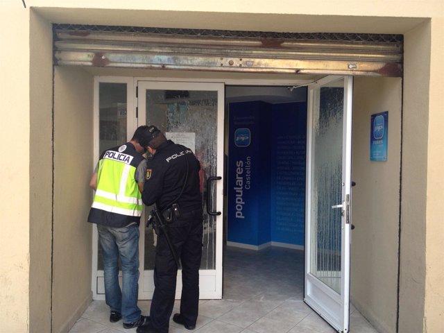 Policías en la sede del PP de Castellón