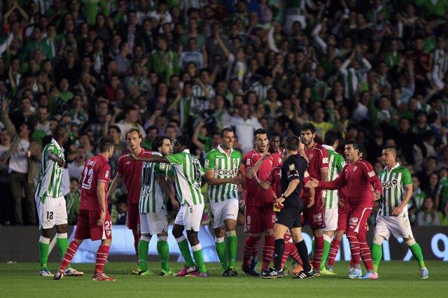 Betis y Sevilla empatan en el derbi andaluz