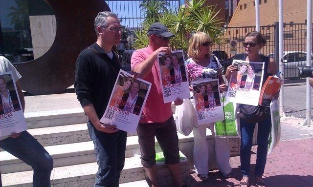 Familiares y amigos de los desaparecidos