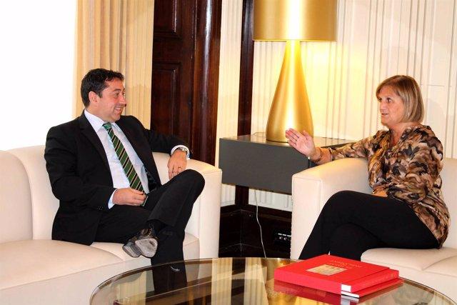 El ministro de la Diáspora Rumana C.David y la pta del Parlament N.Gispert