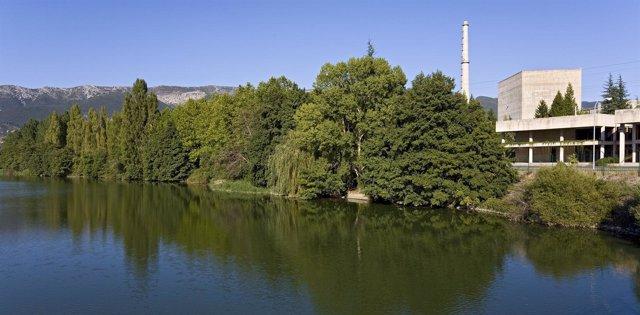 Vista Exterior De La Central Nuclear De Santa María De Garoña, Junto Al Ebro