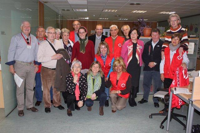 Botín junto al grupo de voluntarios del centro