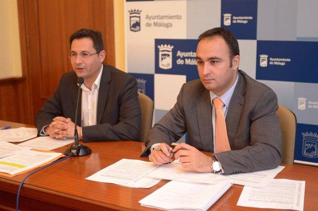 Los concejales de Málaga Francisco Pomares y Mario Cortés