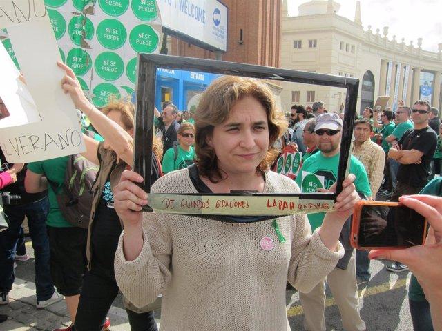 Ada Colau (PAH) en el escrache durante la visita de Rajoy a Barcelona
