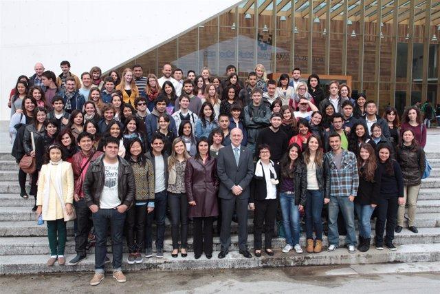 Estudiantes recibidos en la UPV/EHU.