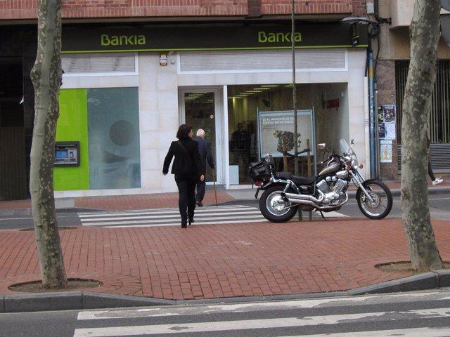 Oficina de Bankia, antigua Caja Rioja, en Avenida de la Paz