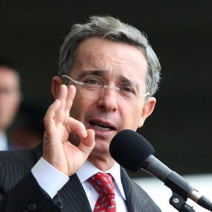 Colombia.- Congresista amplía denuncia contra Uribe por el caso del general Mauricio Santoyo