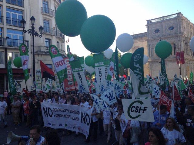 'Marcha Blanca' Por Las Calles De Sevilla Contra La Fusión Hospitalaria