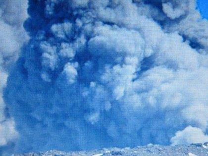 Chile.- Niños, ancianos y embarazadas, primeros evacuados por el volcán Copahue