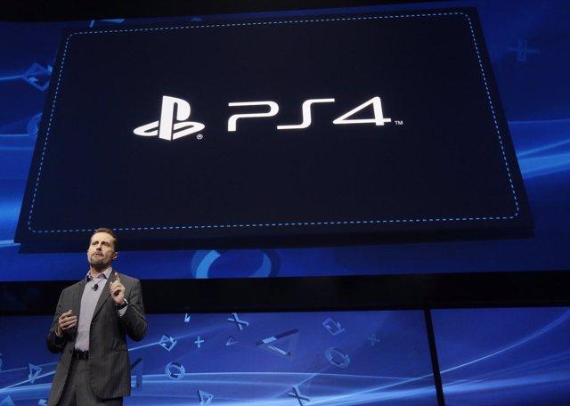 El CEO de Sony Andrew House en la presentación de PlayStation 4