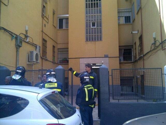 Fachada de la vivienda afectada en el incendio en que murió carbonizado un varón