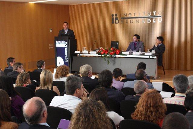 Congreso de reproducción asistida en el Instituto Bernabeu de Alicante.