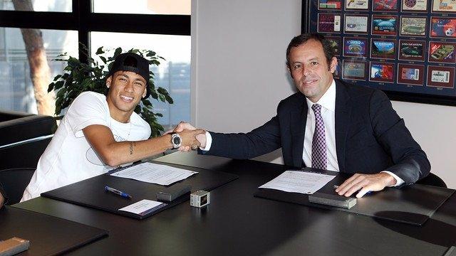 Neymar firma su contrato hasta 2018