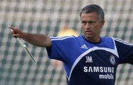 José Mourinho entrenando al Chelsea