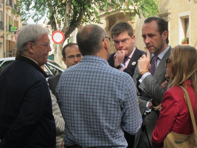 El presidente del Govern, José Ramón Bauzá, y el conseller Martí Sansaloni