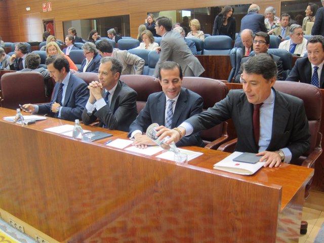 Ignacio González antes de participar en el pleno de la Asamblea
