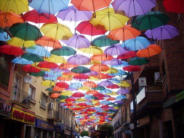 Resultado de imagen de getafe cubierto de paraguas la calle madrid