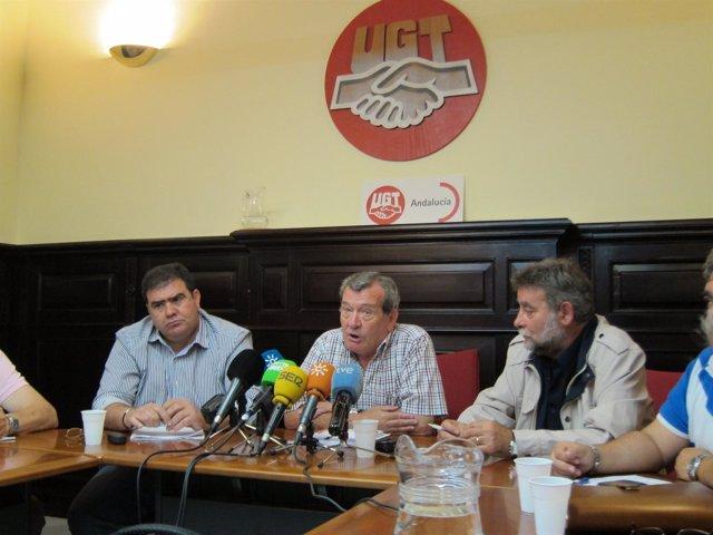 Afectados por el amianto con el secretario general de UGT-A, Francisco Fernández