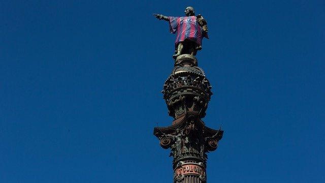 La estatua de Colón con la camiseta del FC Barcelona
