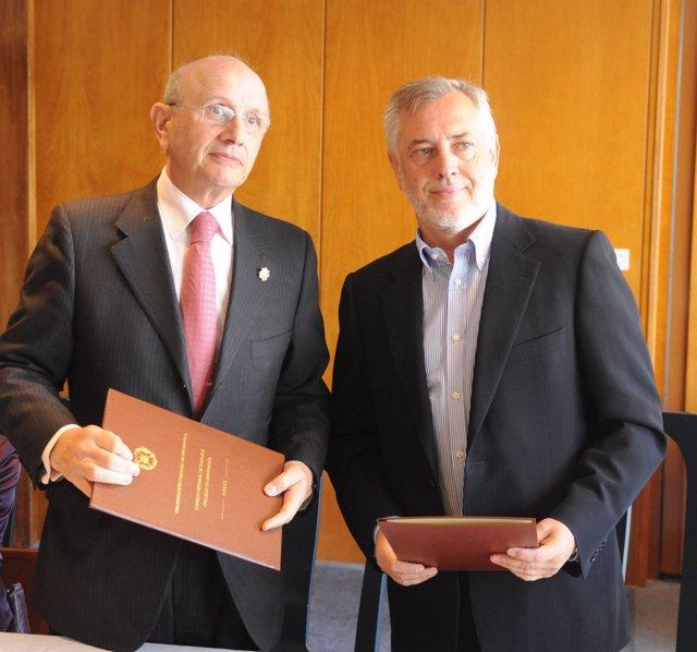 Acuerdo entre el Consejo General de Enfermería y Satse
