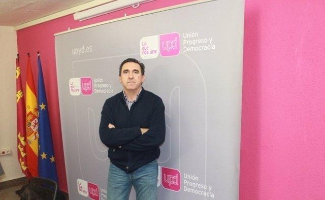 Rafael Sánchez en la sede de UPyD