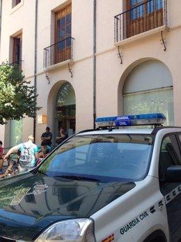 La Guardia Civil custodia el Ayuntamiento de Caravaca de la Cruz.