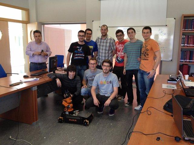 Estudiantes desarrollan un perro lazarillo robótico