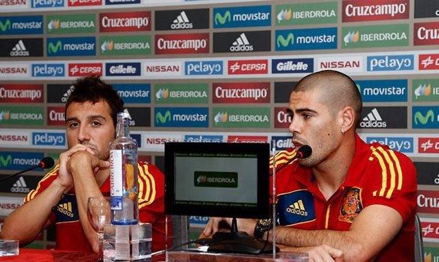 Cazorla y Víctor Valdés en rueda de prensa