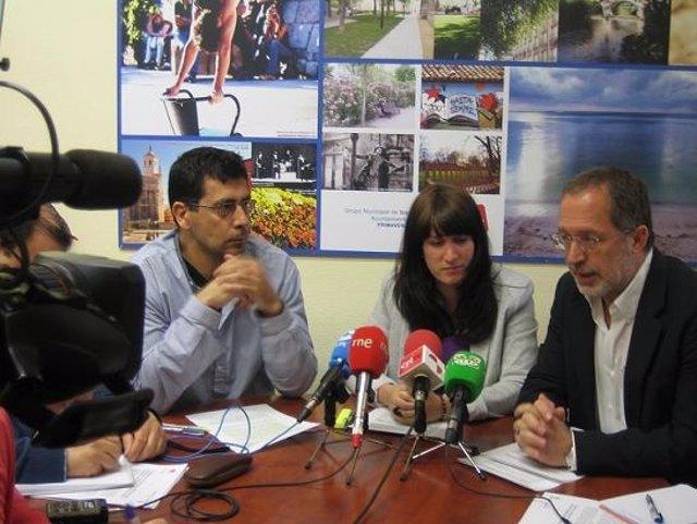 Los tres ediles de IU Valladolid en rueda de prensa.