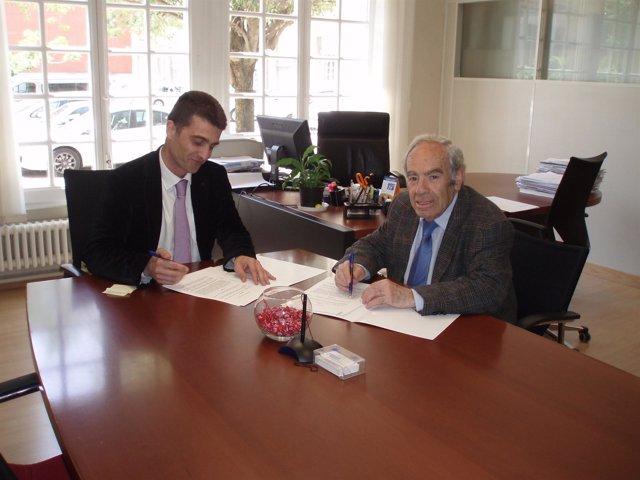 Oto y Almagro firman el convenio de colaboración.