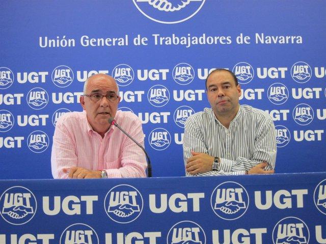 Juan Goyen y Manuel Gómez, de UGT de Navarra, en la rueda de prensa